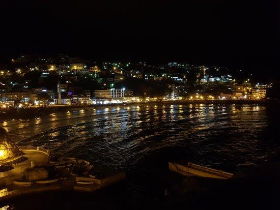 Dulcigno, Montenegro: Small beach in the night