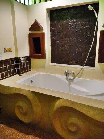 Oasis Spa Pattaya: บางห้องมีอ่างอาบน้ำในห้อง