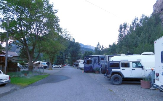 4J+1+1 RV Park: Looking south towards the showers and office