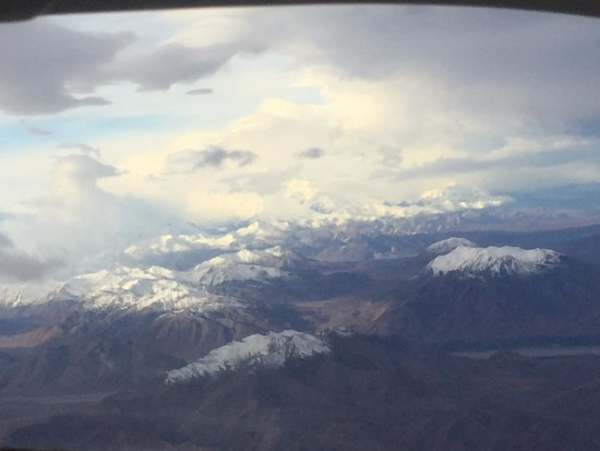 Wasilla, AK: Denali off in the distance from the flightseeing trip we took