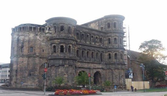 Secrets of the Porta Nigra : Porta Nigra