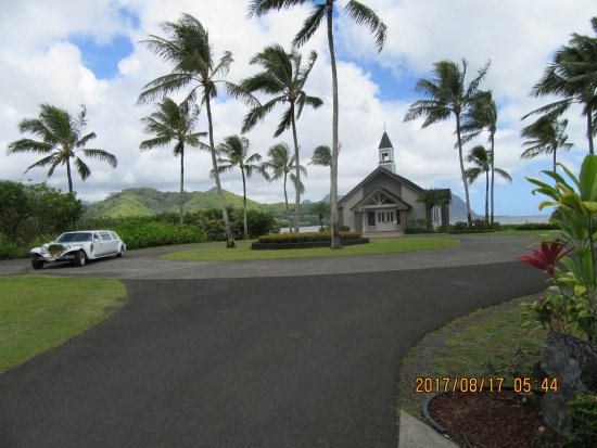 Aloha Ke Akua Chapel: この教会。新郎新婦は、ハワイで1台しかない車で送迎