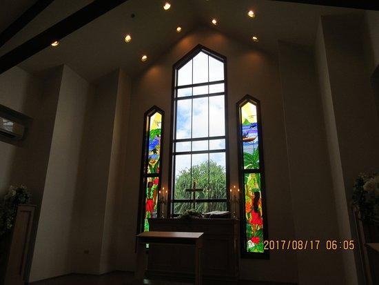 Aloha Ke Akua Chapel: 教会内部