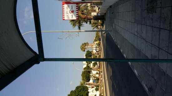 Avanti Hotel: The road outside the hotel, views of the bars and restraunts at danaes triangle.