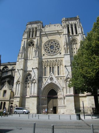 St. Andre Cathedral (Cathedrale Saint-Andre): Vue d'un des côtés de la cathédrale