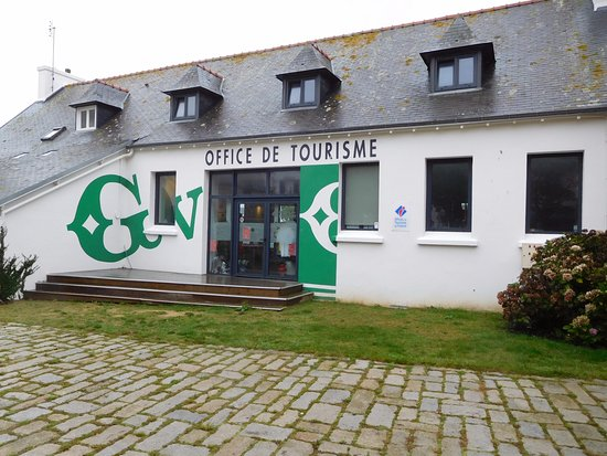 Guilvinec, France: façade côté rue