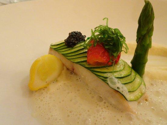 Pav de bar sauvage en cailles de courgette caviar d 39 aquitaine et sauce au champagne photo - Restaurant le jardin de bellevue metz ...