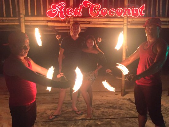 Red Coconut Beach Hotel: with the fire dancers
