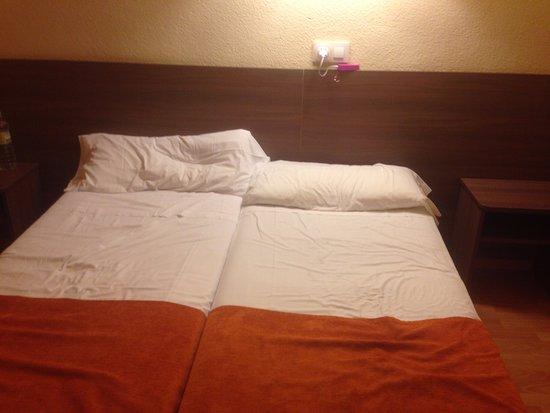 Hotel Garbi: Le lit