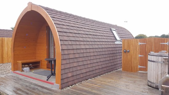 Tralee Bay Holiday Park: Pod from rear