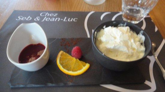 La Clusaz, Prancis: Fromage blanc aux coulis de framboises
