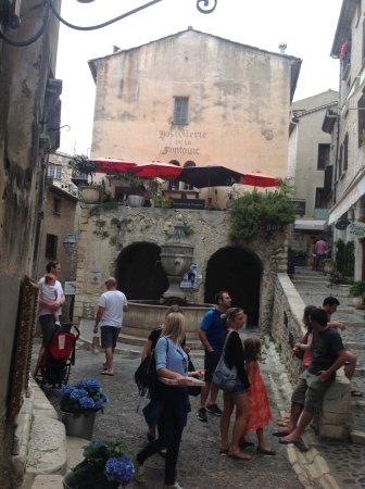 Saint-Paul de Vence: Place de la fontaine