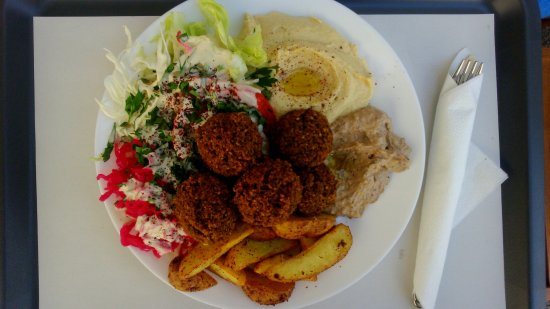 Abi Falafel: Falafel with potatoes and dips