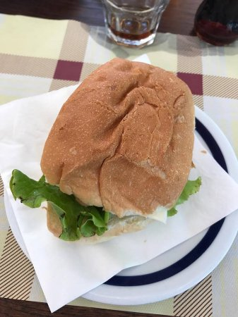 Njivice, Kroatië: chickenburger