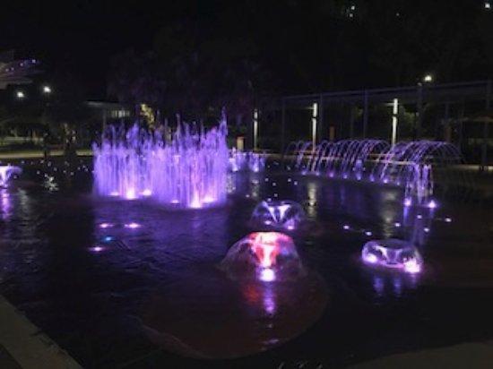 Gladstone, Australia: Coloured water fountain