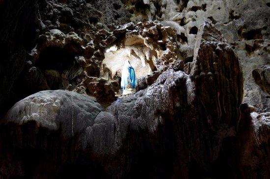 ลูซอน, ฟิลิปปินส์: Inside Callao caves