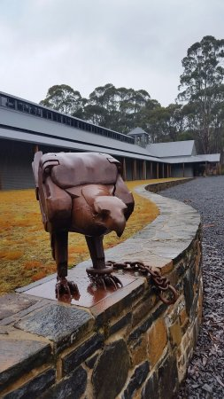 Derwent Bridge, Australia: metal statue outside the entrance at the other end. The only place you can take photos
