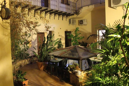 Art Lincoln Bed & Breakfast : Garden-patio