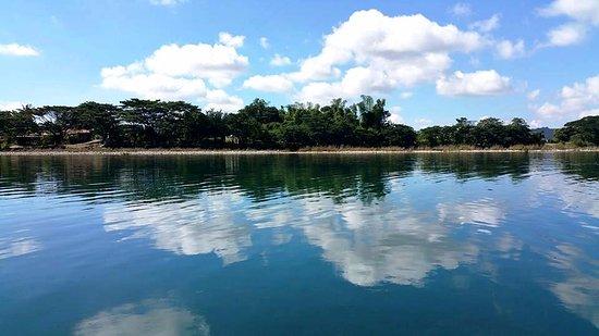ลูซอน, ฟิลิปปินส์: Pinacanauan River which you'll have to cross to reach the entrance to Callao Caves