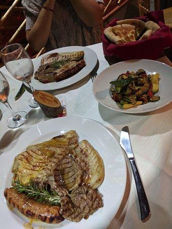 San Giovanni a Piro, Italy: Grigliata mista e verdure
