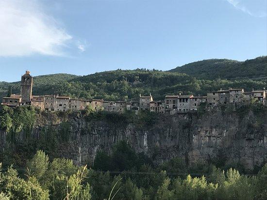 Castellfollit de la Roca, España: Vistas desde la carretera