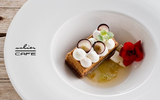 Godollo, Ουγγαρία: Autumn dessert - grape, walnut, camembert, Tokaji essence