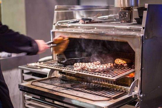 De Lutte, Paesi Bassi: Deze mega gave grill komt bij ons op de eerste verdieping: Steaks & Bites