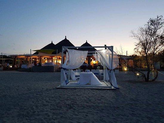 Monnalisa: vista del ristorante dalla spiaggia