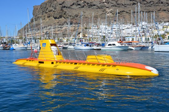 "‪بويرتو دي موجان, إسبانيا: Submarino ""Golden Shark"" en Puerto de Mogán ‬"