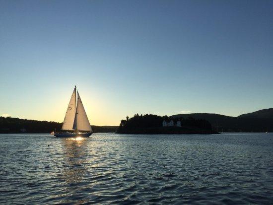 Sunset sail on Sloop Anjacaa