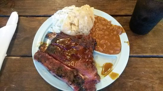 Driftwood, TX: smoked pork ribs with beans and mashed potatoes