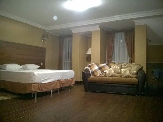 двуспальная кровать диван Picture Of Hotel Teatr Krasnodar