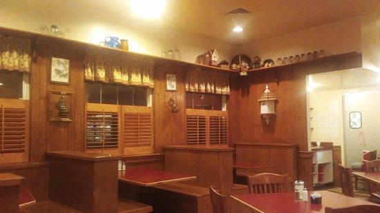 Mama Dip's: Dining Area