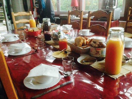 Saugues, França: petit déjeuner