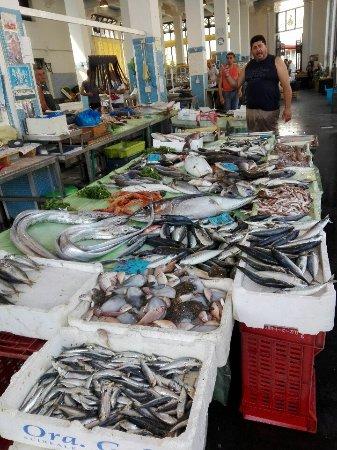 Riposto, Italien: pescato del giorno,piatto unico con contorno a scelta 18,00euro