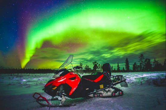 Saariselka, Finnland: Snowmobile is a great means of transportation, if you are lucky you can catch the Norther lights
