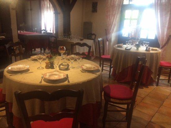 Pouillon, France: La salle de restaurant