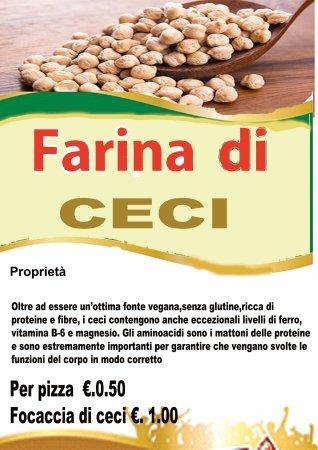 Casarano, Italia: Pizza con Farina ai ceci ,gustosa e nutriente. Da provare