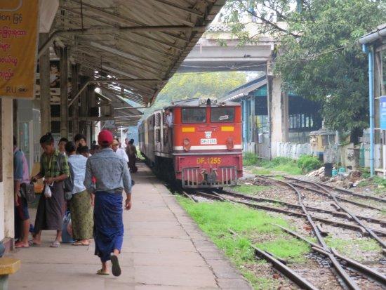 ヤンゴンからモーラミャインへ列車で行く方法