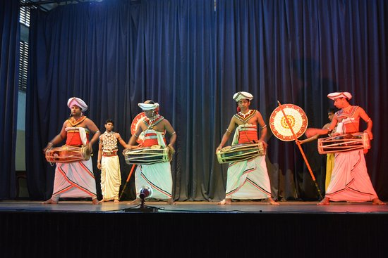 Blessrilanka Tours: cultural dance in kandy