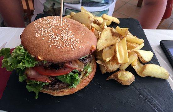 La Palud sur Verdon, Francia: Бургер с беконом.