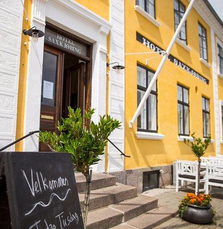 Sakskoebing, Denmark: Hotel Saxkjøbings hovedindgang set fra torvet