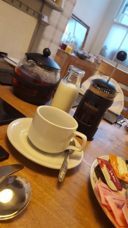 Ash Corner Guest House: Tea or Coffee for breakfast ☕