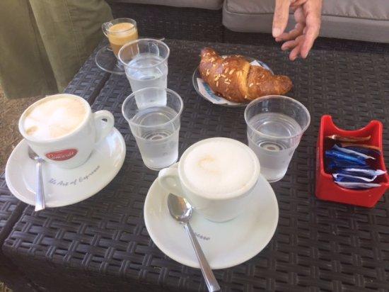 Ferrazzano, Italy: Coffee and croissant