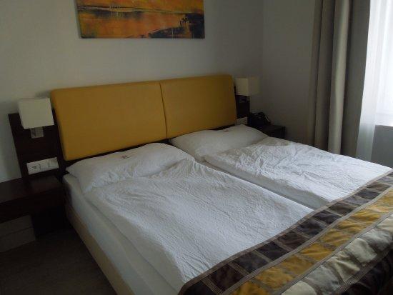 Letto con cuscini inesistenti bild von rheinfelderhof hotel