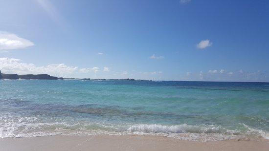 Middle Caicos: Mudjin harbor surf