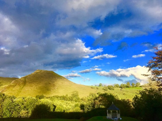 Ilam, UK: Outstanding views on all sides of The Izaak Walton