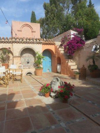 Canillas de Albaida, España: Court yard near studio for painting or yoga or groups