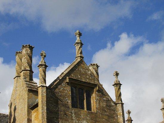 Ilminster, UK: Chimneys at Barrington Court