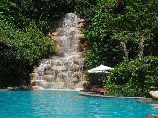 la cascade de la piscine du bas photo de santhiya koh phangan resort spa ko phangan. Black Bedroom Furniture Sets. Home Design Ideas